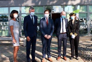 Photo de groupe devant le Centre Européen de la Consommation lors de la visite de Clément Beaune.