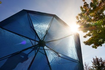 Bottom view of an umbrella that protects from the sun's rays.